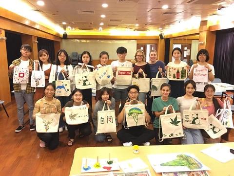 Design Your Own Shopping Bag - group photo with final products