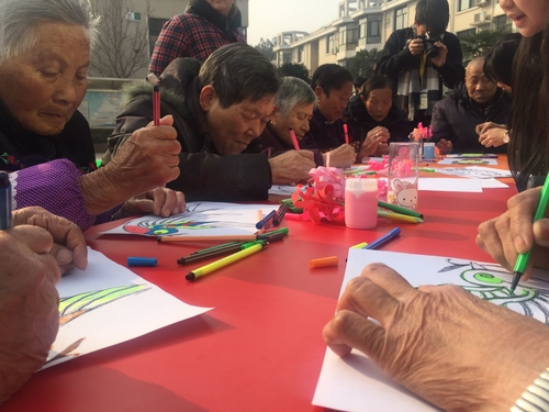 Organize a workshop and draw with elderly in Hubei, China